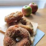 Apfeldoughnuts mit Sauerteig
