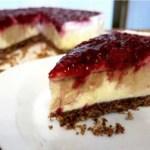 Erdnussbutter-Cheesecake mit karamellisiertem Himbeer-Bananen-Spiegel