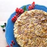 Toscakaka – Schwedischer Mandelkaramellkuchen mit Beeren