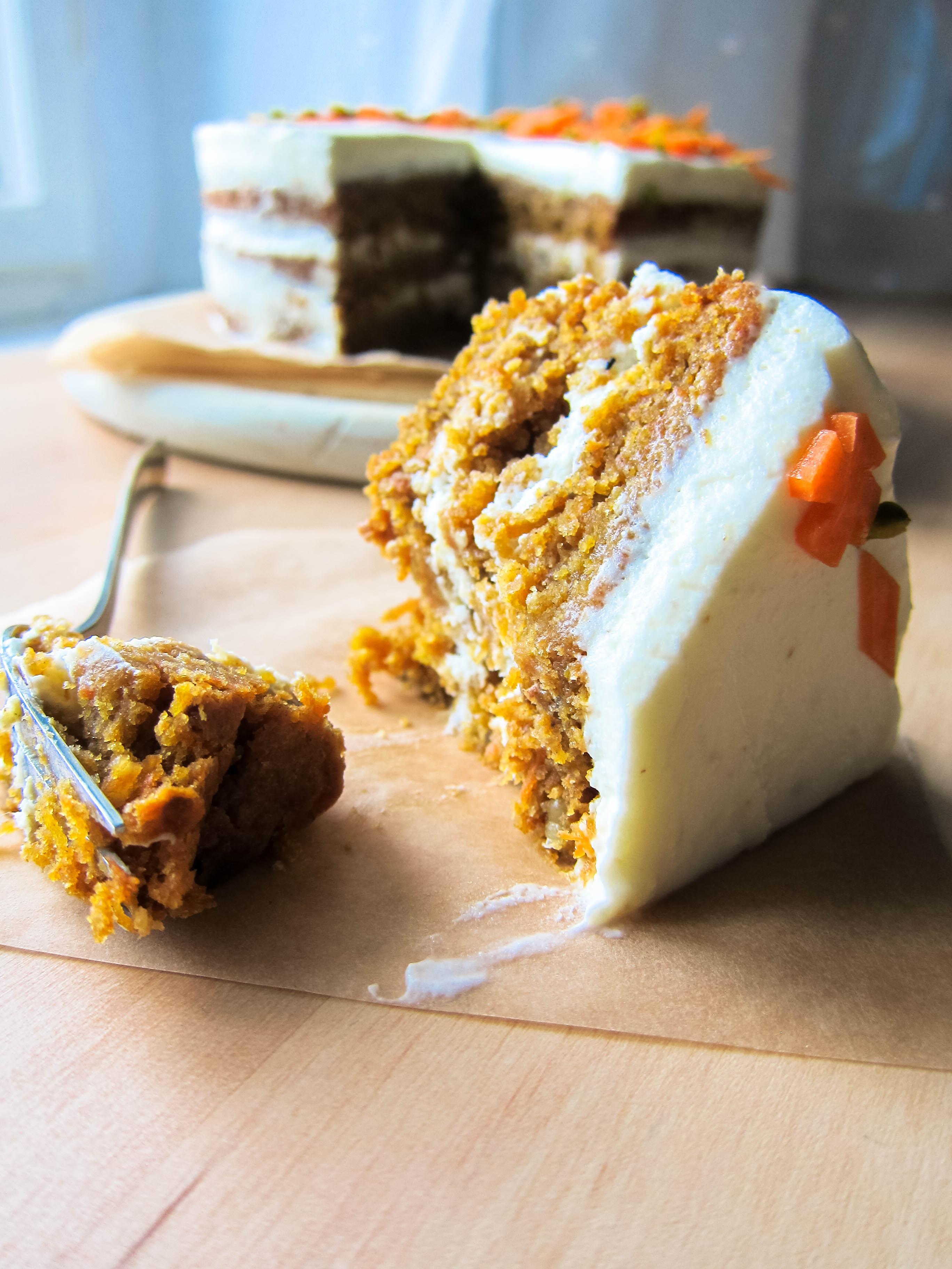 Veganer Sauerteig Karottenkuchen Mit Cashewbuttercreme Mehlstaub