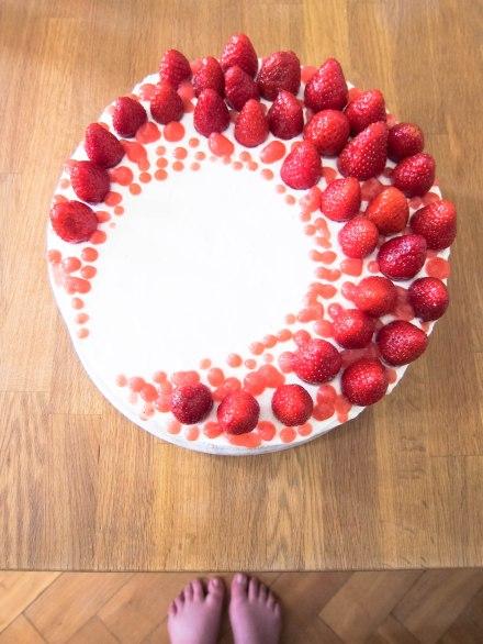 Erdbeeren mit Sahne gehören zum Sommer wie Barfußlaufen.